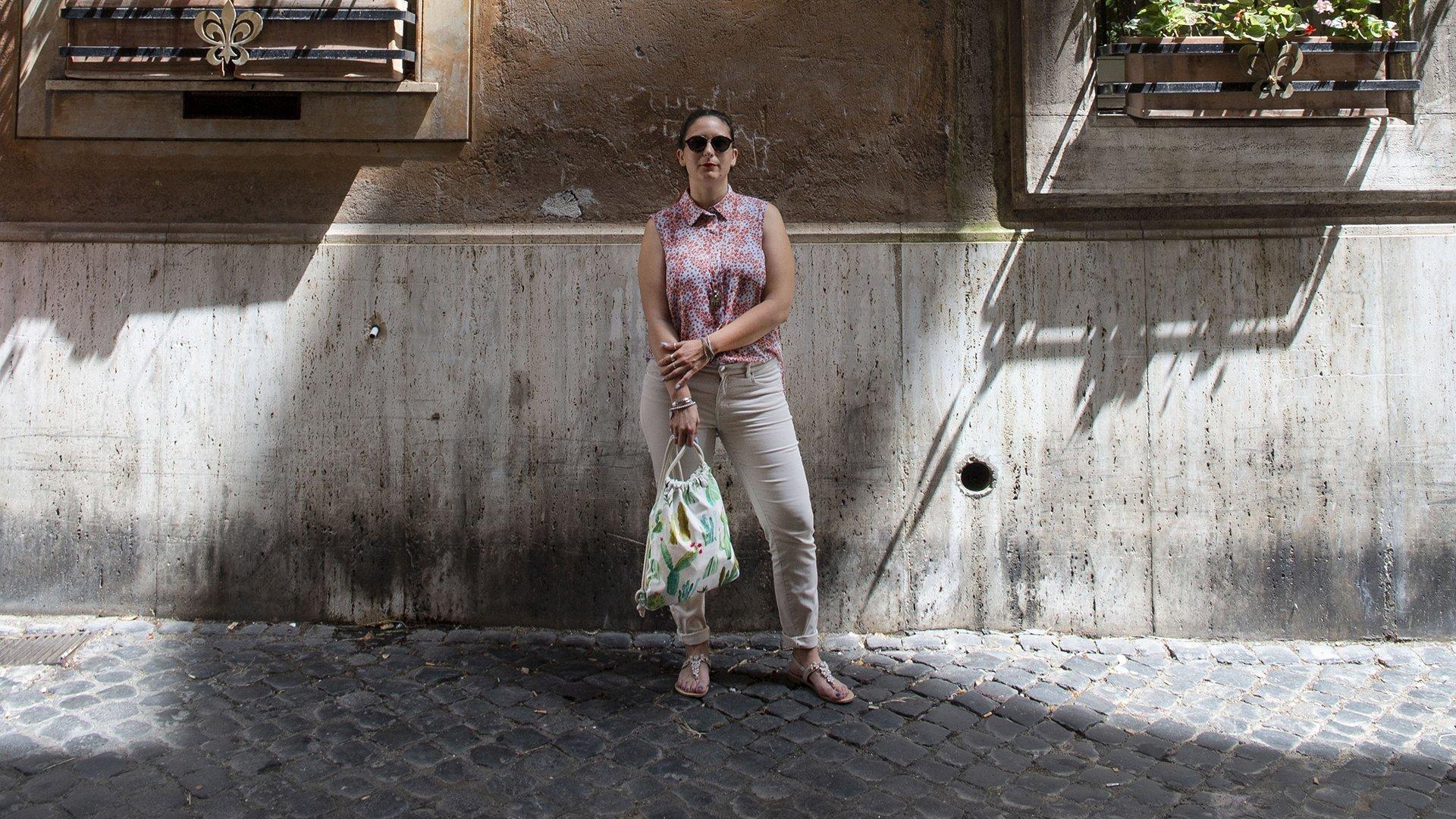 FabricUp - ragazza con zaino in mano